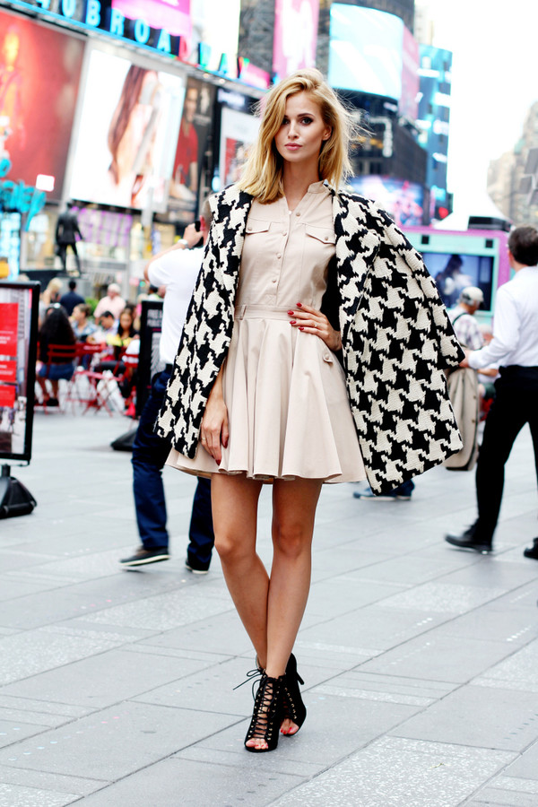 beauty fashion shopping blogger coat fashion week houndstooth beige dress strappy sandals classy big pattern