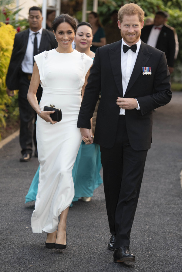 193da18553 bag clutch black clutch gown white white dress wedding dress celebrity  meghan markle.
