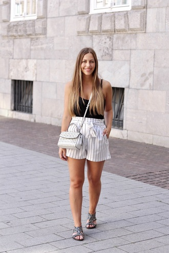 fabesfashion blogger top shorts bag shoes white shorts black top white bag sandals