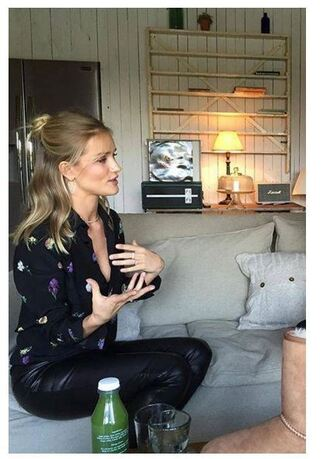 blouse rosie huntington-whiteley spring outfits flowers