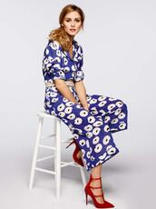 pants,floral,top,blouse,olivia palermo,pumps,two-piece,printed pants,culottes,blue and white,print,spring,blue pants