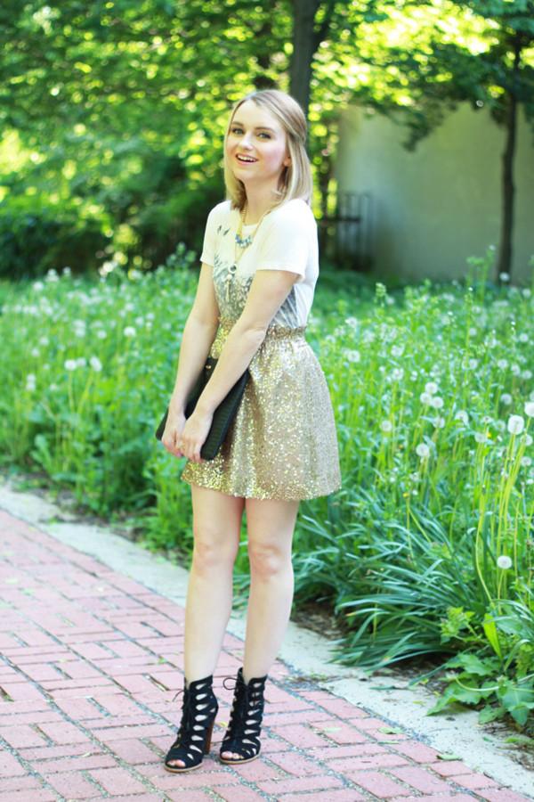 poor little it girl skirt shoes t-shirt jewels bag