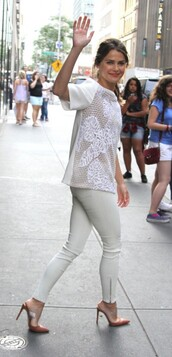 white pants,keri russell