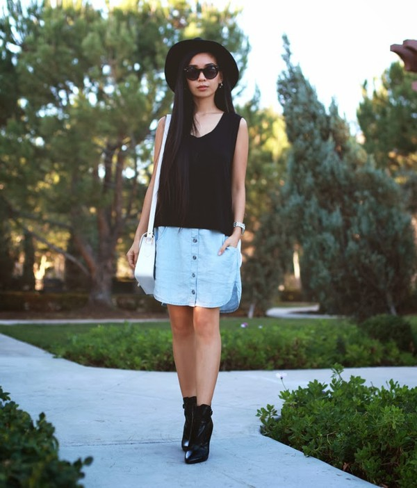 honey and silk t-shirt skirt hat sunglasses jewels bag shoes