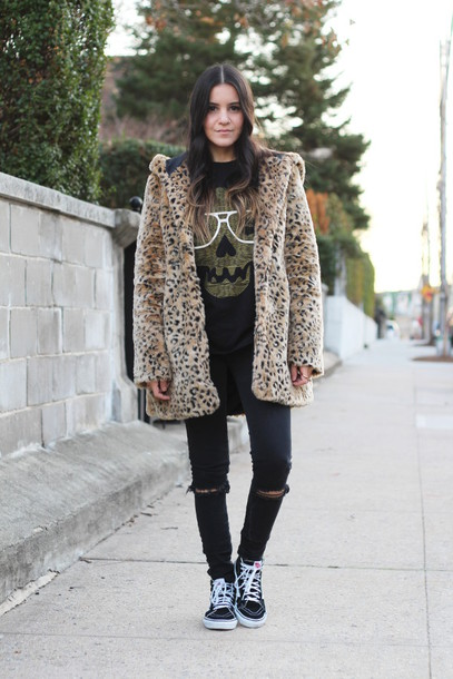 Coat dress like jess blogger faux fur animal print skull t-shirt sneakers vans outfits ...