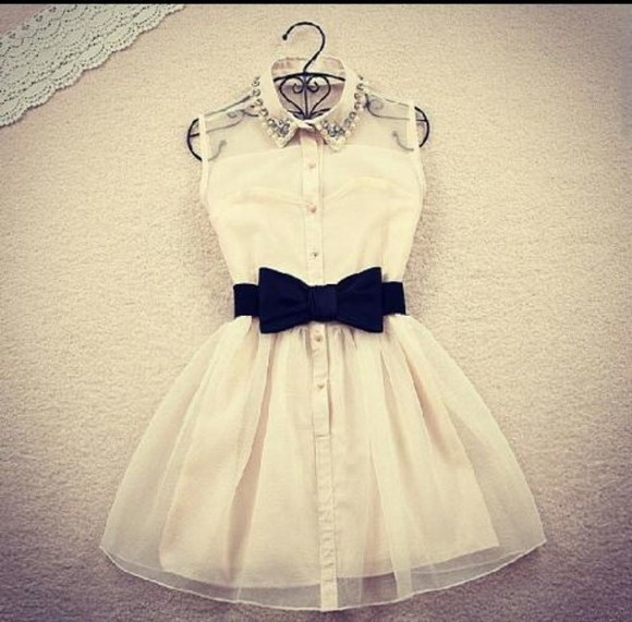 dress silk in black or white white dress with bow white studs black qute bow dress