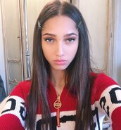 sweater,fashion,stylish,style,pretty,cute,cool,funny,red sweater,colorful sweater,make-up,pretty girl,blue eyes,brunette,love,like,yass,slay,2018,fashion model,social media,zip