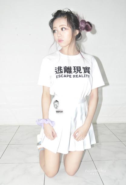 t-shirt escape reality shirt in black and white japanese fashion japanese writing Akane_Aku