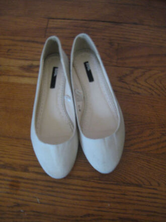 shoes urban outfitters flats ballet flats off white white white shoes bdg dress