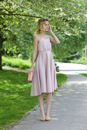from brussels with love blogger jewels bag shoes pink dress clutch