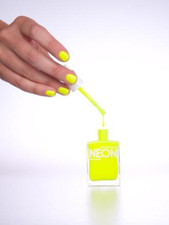 neon fluo yellow nailpolish yellow jewels