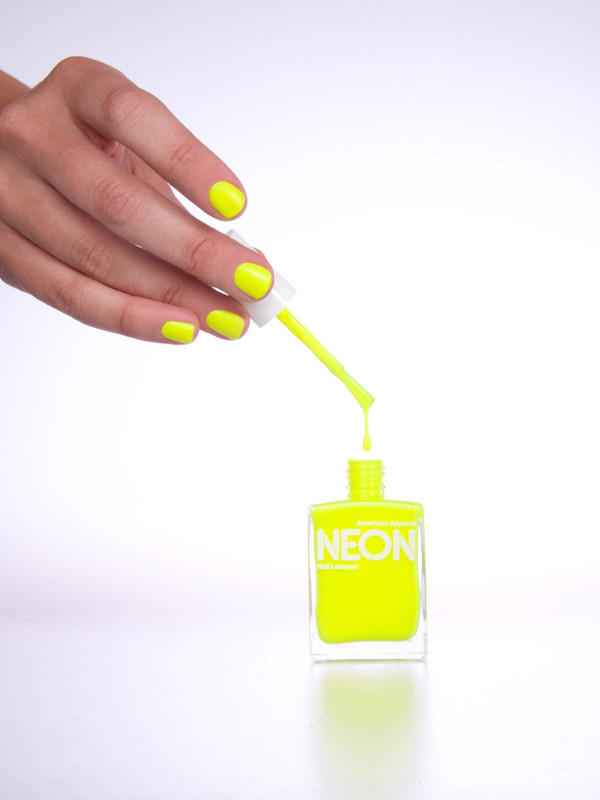 neon fluo yellow nailpolish yellow jewels