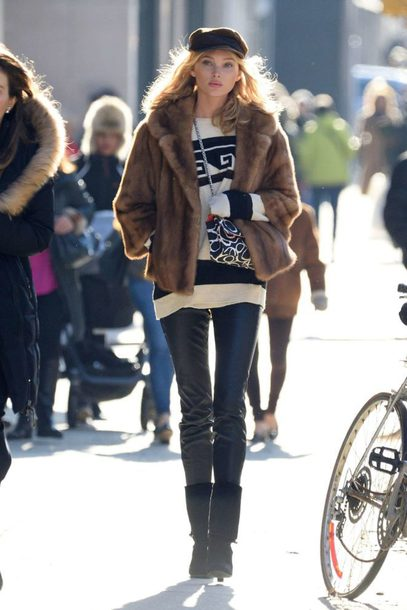 sweater pants streetstyle model off-duty fur fur jacket