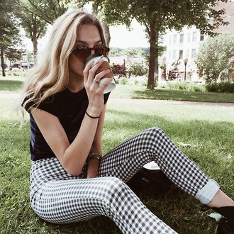 pants checkered checkered pants black white indie modern high waisted pants jeans gingham leggings black and white tight bottoms crop hipster plaid plaid pants high waisted blac and white pattern jeans high waisted jeans casual blonde hair sunglasses black top dope blondie round brown sunglasses tumblr outfit tumblr girl black pants white pants checks cute pretty pattern tumblr summer cool t-shirt skinny pants