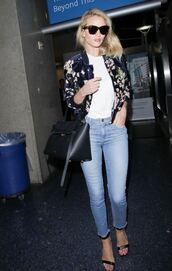 jeans,jacket,floral,rosie huntington-whiteley,sandals,top,sunglasses,model off-duty,skinny jeans,casual friday