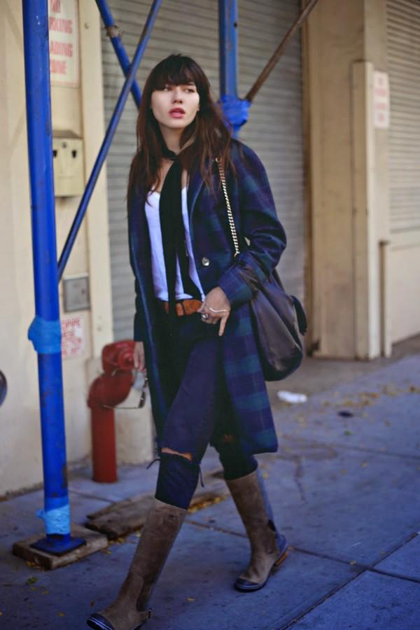 natalie off duty blogger jeans belt scarf tartan ripped jeans