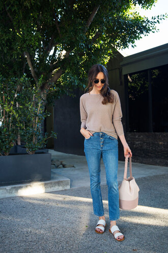 louise roe blogger sweater jeans shoes bag beige sweater bucket bag flat sandals