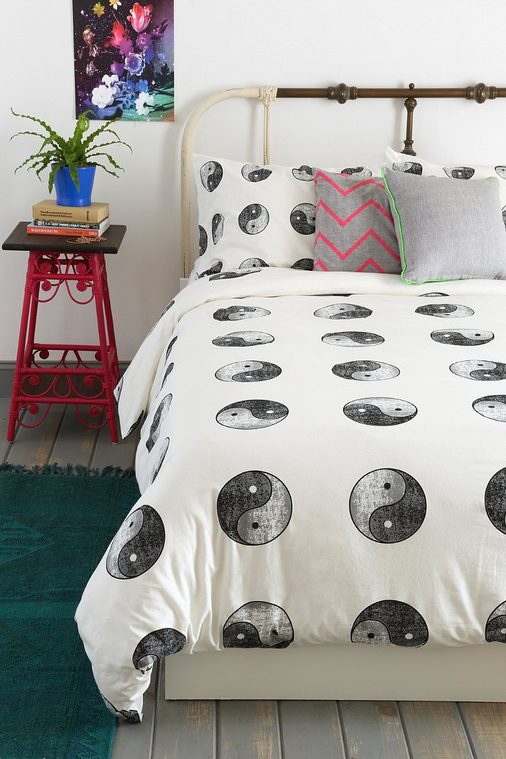 Yin-Yang Duvet Cover - Urban Outfitters