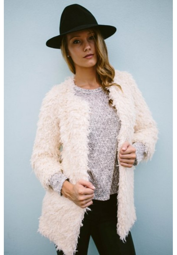 Perry- White faux fur coat Pre-Order item! Estimated Shipping is