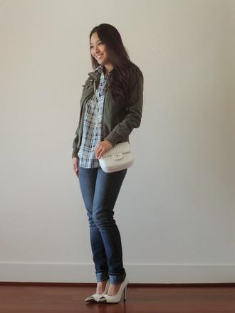 sensible stylista blogger top jacket jeans bag heels kaki army green jacket checkered