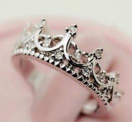 Crown Ring - Juicy Wardrobe