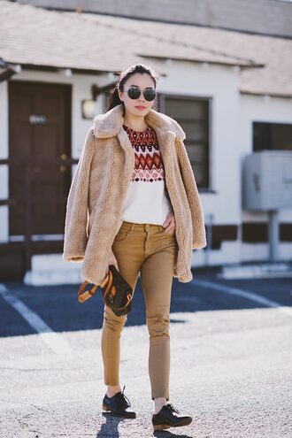 hallie daily blogger coat sweater jeans shoes bag sunglasses winter outfits teddy bear coat oxfords