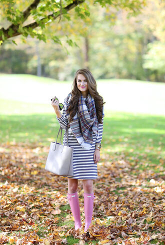 southern curls and pearls blogger dress scarf shoes bag jewels make-up