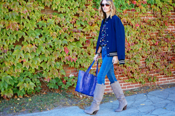 prosecco and plaid blogger blouse jeans jewels bag sunglasses blue shoes