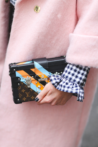 bag london fashion week 2017 fashion week 2017 fashion week streetstyle boxed bag louis vuitton louis vuitton bag coat pink coat mini bag