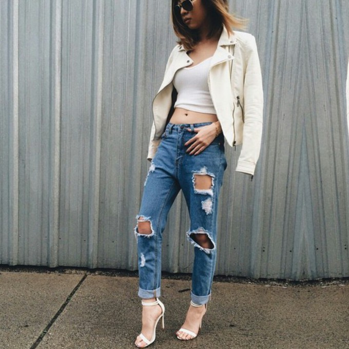 Ripped boyfriend jeans outfit