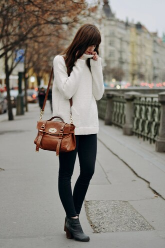 blogger vogue haus satchel bag winter outfits black jeans turtleneck mulberry