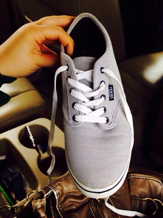 shoes vans vans of the wall cute where can i find this. celebrity style love hashtag black grey summer summer shoes summer outfits spring fashion skater skater shoes comfy comfortable shoes yes yas ring wtf nice lovely want!!!! want these so bag!! help!! beyonce