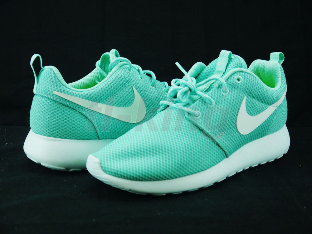 c4272d686432d Nike Women s Roshe Run Tropical Twist Trace Blue Voltage 511882 340 sz 7