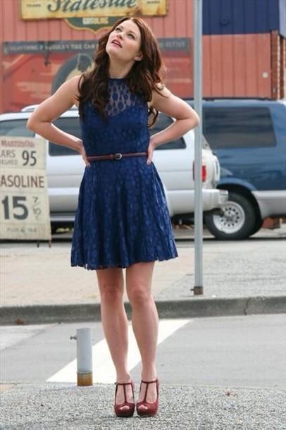 Una situación familiar {Mr. Gold} Iz18dy-l-610x610-dress-time-belle-blue+dress-lace+dress-shorts-shoes-ouat-emilie+ravin-summer+dress-time