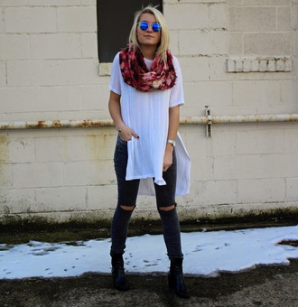 platinum and penniless blogger mirrored sunglasses slit white t-shirt ripped jeans printed scarf infinity scarf