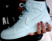 shoes,sneakers,nike,bag,white,high,high top sneakers,nike shoes,nike sneakers,nike high tops,hi tops,white sneakers,white nike air force one,all white nikes,white nikes,high tops,white shoes,white high tops,mint white nike shoes cute hightops,trainers,one colour,mint,dope,hat,fitness caps,custom caps