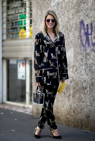 pants fashion week street style fashion week 2016 fashion week milan fashion week 2016 matching set two piece pantsuits power suit pajama suit shirt printed shirt printed pants bag black bag high heels black heels streetstyle sunglasses pajama style