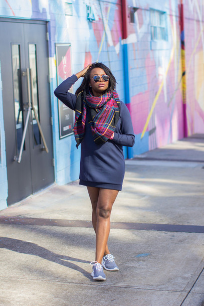 millennielle blogger sweater dress shoes scarf