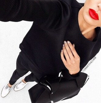 blouse black silver shoes bag red red lipstick