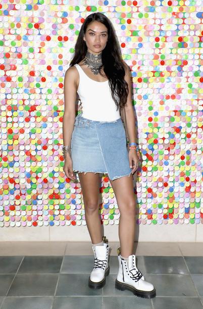 skirt denim denim skirt mini skirt top bodysuit tank top shanina shaik model off-duty coachella festival music festival necklace