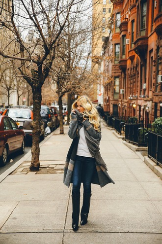 barefoot blonde blogger winter outfits