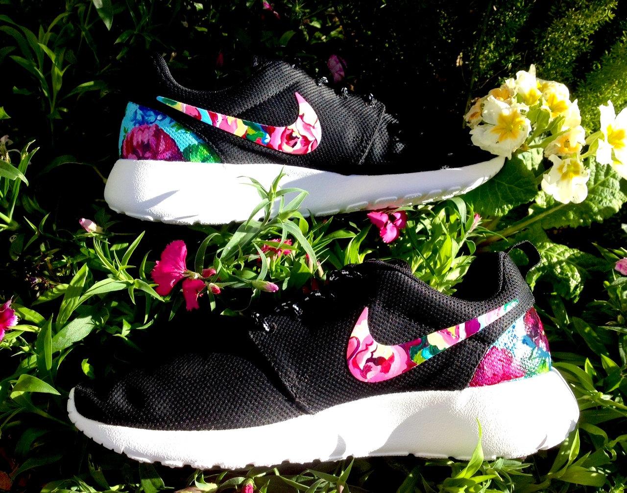 Nike Roshe Floral - Nike Roshe Run Femmes Trainers Chaussures Uk Leisure Vip Store Nike Sport Code Promo