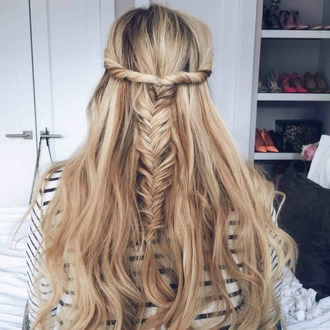 barefoot blonde blogger hairstyles braid striped top california girl beauty