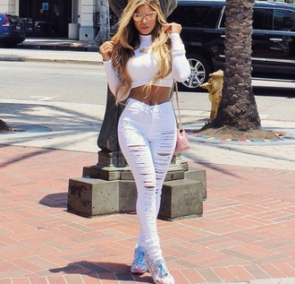 jeans blouse clothes mynystyle style celebrity style all white everything stylish fashion summer ripped jeans white jeans ripped denim xrop top crop tops cat eye sunglasses