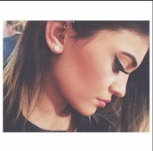 make-up,kylie jenner,jewels,earphones,earrings,small earrings,cute earrings,kylie jenner jewelry