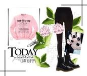sweater,DrMartens,nail polish,leggings,ear piercings