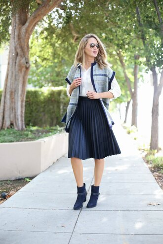 the classy cubicle blogger shoes skirt shirt sweater bag black jacquard skirt