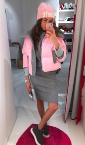 jacket,warm,spring,pink,colorful,grey,style,shoes,hat,skirt,midi skirt,girly,cute,knitwear,cashmere in style,sneakers