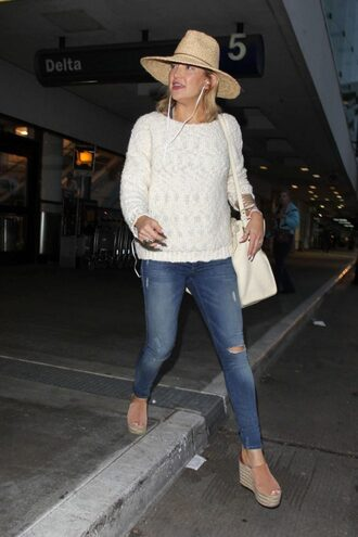 jeans sweater hat kate hudson sandals wedges shoes