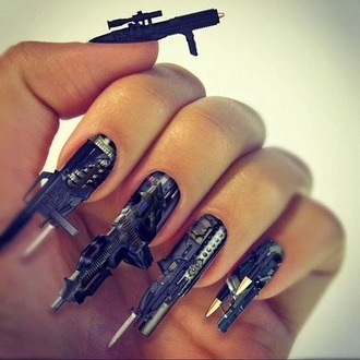 make-up noir nails